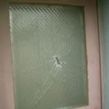 公立中学校のガラス修理