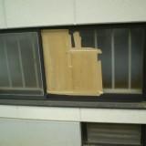 青少年センターの体育館ガラス修理