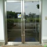 私立高校の事務所ドアの修理