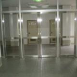 私立高校の体育館ドア修理